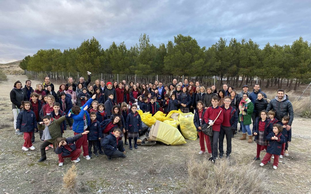 Recogida de «basuraleza» por los alrededores del Colegio Británico de Aragón
